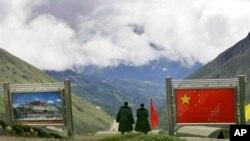 중국과 인도의 국경 지대인'나툴라'에서 경계 근무를 서고 있는 중국군. (자료사진)