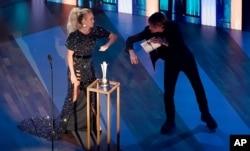 ARCHIVO - Carrie Underwood y Keith Urban, en los premios de la Academia de Música Country el 16 de septiembre de 2020.