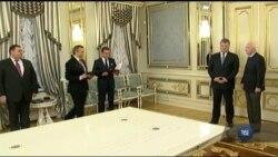 Сенаторів США Маккейна та Грема у Києві чекали нагороди від Порошенка. Відео