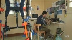 วัยรุ่นชายอียิปต์พัฒนาโครงหุ่นยนต์เพื่อช่วยคนขาพิการให้เดินได้
