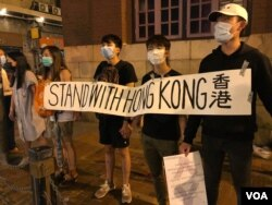 """FILE - Hong Kong protesters gather outside the subway station in Sheung Wan district participate the """"823 Road for Hong Kong"""" human chain rally (Photo: Iris Tong / VOA Cantonese)"""