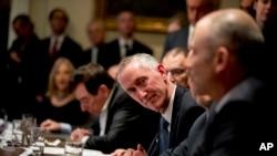 Gilead Sciences Firması Genel Müdürü Daniel O'Day Başkan Trump'la 2 Mart'ta tüm ilaç firmaları yöneticileriyle yaptığı toplantıya katıldı.