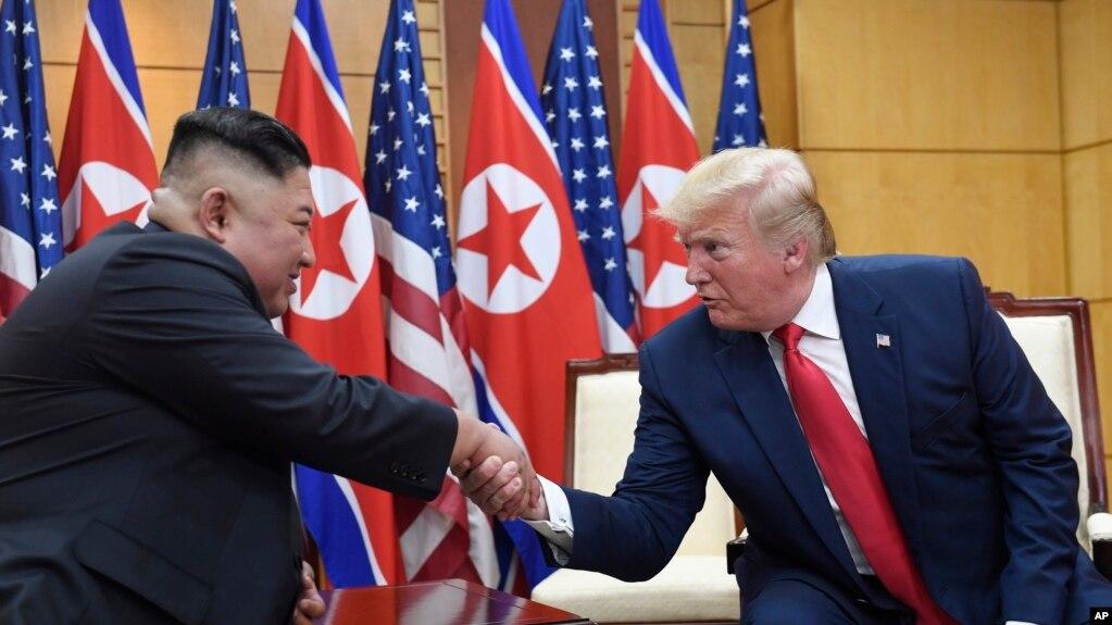 Lãnh tụ Triều Tiên Kim Jong Un và Tổng thống Trump trong cuộc gặp hồi tháng Sáu.