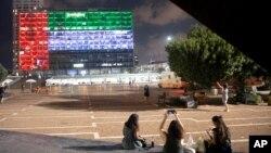 بیرق امارات متحدهٔ عرب در تل ابیب