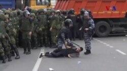 Rusya'da 200'den Fazla Gösterici Gözaltına Alındı