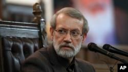 İran parlamentinin spikeri Əli Laricani Tehranda mətbut konfransında, 1 dekabr, 2019.