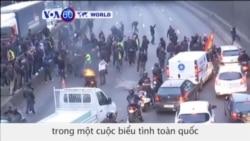 Tài xế taxi Pháp biểu tình chống công ty chuyên chở tư nhân như Uber (VOA60)