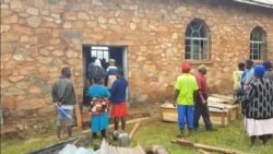 Mourners in Zimbabwe's Chimanimani District, Prepare to Bury Loved One Killed by Cyclone Idai