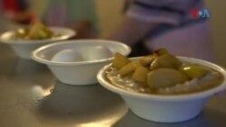 بے گھر افراد کو ناشتہ فراہم کرنے والا منا ہاؤس