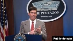 资料照:美国国防部长埃斯珀在华盛顿五角大楼进行媒体简报。(2020年3月17日)