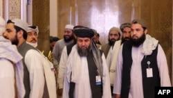 Anggota delegasi Taliban terlihat pada akhir pembicaraan damai antara pemerintah Afghanistan dan Taliban, di Doha, Qatar, 18 Juli 2021. (Foto: AFP)