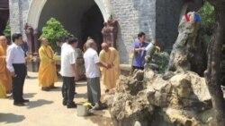 Ông Nguyễn Tấn Dũng đi chùa sau khi về hưu