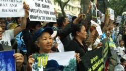 Vietnamese Protest as Prominent Blogger Sent to Prison