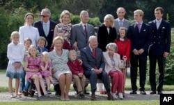 پسر شاهدخت آسترید بلژیک (نفر دوم از راست)