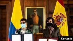 La ministra de Asuntos Exteriores de España, Arancha González Laya, y la canciller colombiana, Claudia Blum, suscribieron la nueva estrategia de cooperación entre los gobiernos de Colombia y España, el 26 de febrero de 2021. [Foto: Cortesía Cancillería]