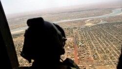 Les Maliens manifestent pour le départ des troupes françaises