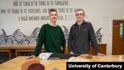 Ben Scales (kiri) dan William Murrell. (Courtesy: University of Canterbury)
