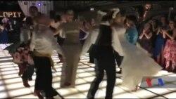 Молодята розповіли про своє весілля, яке стало хітом в Інтернеті. Відео