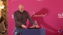 40.000 euros pour s'offrir le pied en cristal de Zidane ! (vidéo)