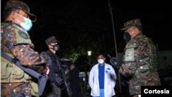 El Presidente de la República, Nayib Bukele, ordenó que se instale un cerco sanitario en el municipio de Chalchuapa, departamento de Santa Ana, debido a un fuerte rebrote de casos de COVID-19. Foto cortesía presidencia de El Salvador.