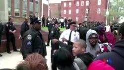 2015-04-26 美國之音視頻新聞:巴爾的摩抗議非裔青年拘押期間死亡
