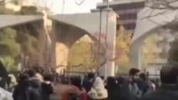 گزارش از مقابل دانشگاه تهران: سپاه هم به پلیس برای سرکوب معترضان پیوست
