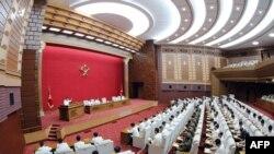 북한 김정은 국무위원장이 19일 북한 평양 노동당 중앙위원회 본부청사에서 열린 제7기 제6차 당 전원 회의를 주재했다고 조선중앙통신이 20일 보도했다.