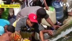 Mất điện tiếp diễn, dân Venezuela chen chúc hứng nước thải