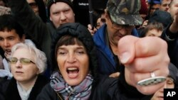 A woman shouts during a rally to support political prisoners in Moscow, Russia, Sunday, Sept. 29, 2019. (AP Photo/Dmitri Lovetsky)
