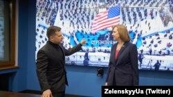 Володимир Зеленський, президент України, Крістіна Квін, тимчасово повірена США в Україні