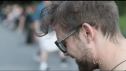 Американці надягнули дерев'яні окуляри від карпатських майстрів. Відео