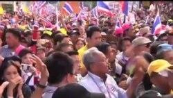2013-12-22 美國之音視頻新聞: 泰國反對派在英祿官邸外抗議要求下台