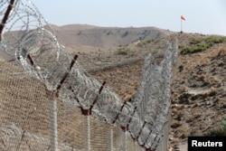 نائن الیون کے واقعے کے بعد جب افغانستان پر امریکہ اور اتحادیوں نے حملہ کیا تو افغانستان میں موجود مقامی اور غیر ملکی جنگجو سرحد عبور کرکے پاکستان میں داخل ہوئے۔ (فائل فوٹو)