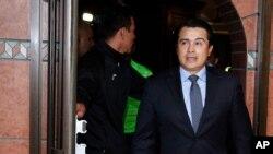 """En esta foto de archivo del 16 de marzo de 2017, Juan Antonio """"Tony"""" Hernández, hermano del presidente hondureño Juan Orlando Hernández, llega para una conferencia de prensa en Tegucigalpa, Honduras."""