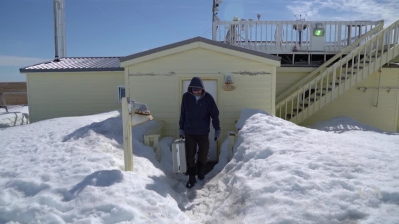 Life in America s Northernmost Observatory: Tracking Climate Change