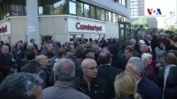 Cumhuriyet Gazetesi'nin Önünde Protesto