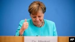 Kanselir Jerman Angela Merkel memberikan konferensi pers di Berlin, Kamis (22/7).