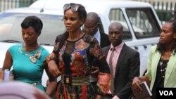 UMarry Mubaiwa ungena enkantolo yeHarare Magistrate Court, Zimbabwe, Dec. 16, 2019. (Columbus Mavhunga/VOA)
