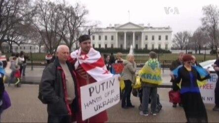 До Білого дому приходили вимагати зброю для України. Відео