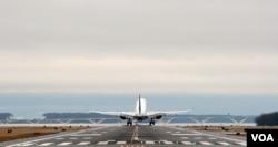 A Delta Air Lines plane is taking off at Reagan Washington National Airport outside Washington, D.C. (Photo by Diaa Bekheet)