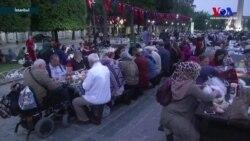 Sultanahmet Meydanı'nda Geleneksel Bir Ramazan Akşamı