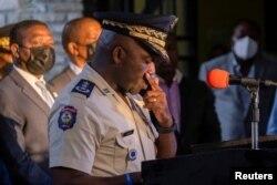 El jefe de la Policía Nacional de Haití, Leon Charles, hace una pausa durante una conferencia de prensa en Puerto Príncipe.