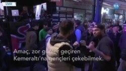 İzmir'in Tarihi Kemeraltı Çarşısı'nda Gençlik Partisi
