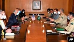 افغانستان مفاہمت کے لیے امریکہ کے نمائندہ خصوصی زلمے خلیل زاد کی راولپنڈی میں فوج کے سربراہ جنرل قمر جاوید باجوہ اور اعلیٰ عسکری قیادت سے ملاقات۔ کی۔