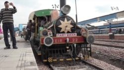 World's Oldest Functioning Steam Engine Hauls Tourists in India
