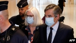 Former French Prime minister Francois Fillon and his wife Penelope Fillon leave the Paris' courthouse on June 29, 2020 after a ruling on a trial for embezzlement in the context of an alleged job fraud.