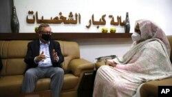 Enviado especial americano para Corno de África, Jeffrey Feltman, reuniu com MNE do Sudão, Maryam al-Sadiq al-Mahdi em Cartum, Sudão, 7 Maio, 2021.