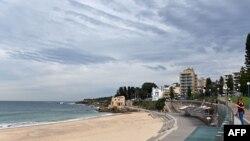 圖為澳大利亞悉尼空無一人的庫吉(Coogee)海灘。 (2020年4月16日)