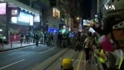 香港多處再爆衝突 抗議者打碎新華社外牆玻璃
