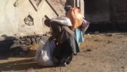 معتادان در جستجوی زنده گی در زباله ها